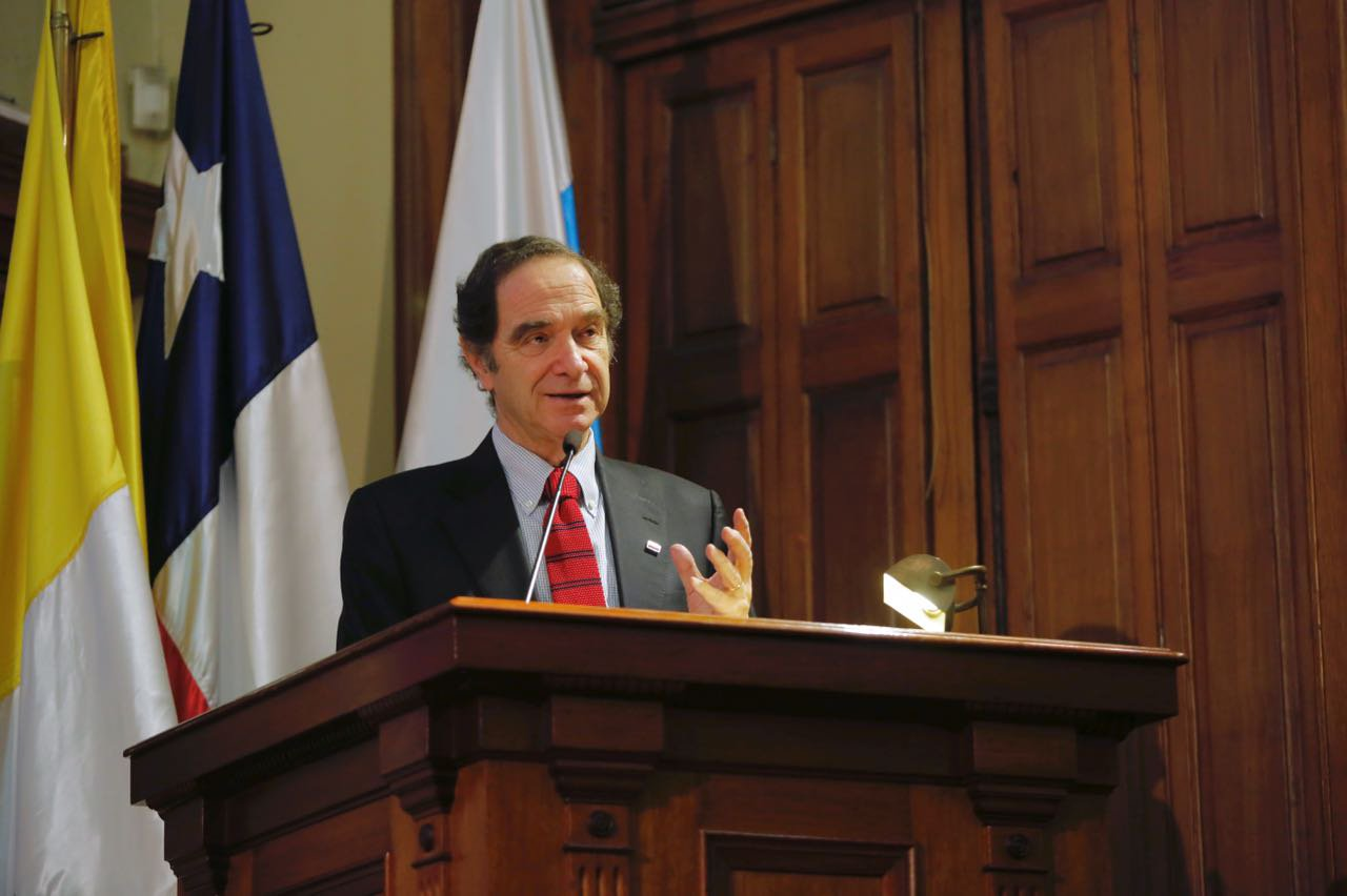 El ministro de Justicia, Hernán Larraín, inauguró el VI Foro de Transparencia y Buen Gobierno realizado en el Salón de Honor de la Pontificia Universidad Católica de Santiago de Chile